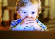 Como fortalecer o pensamento crítico por meio da tecnologia